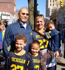 Former U-M football star and Ann Arbor police officer Vada Murray to be honored at cancer benefit